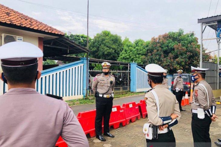 Kata Polisi,  Infomasi bus yang masuk sungai di Tol Cipali adalah hoax (video)