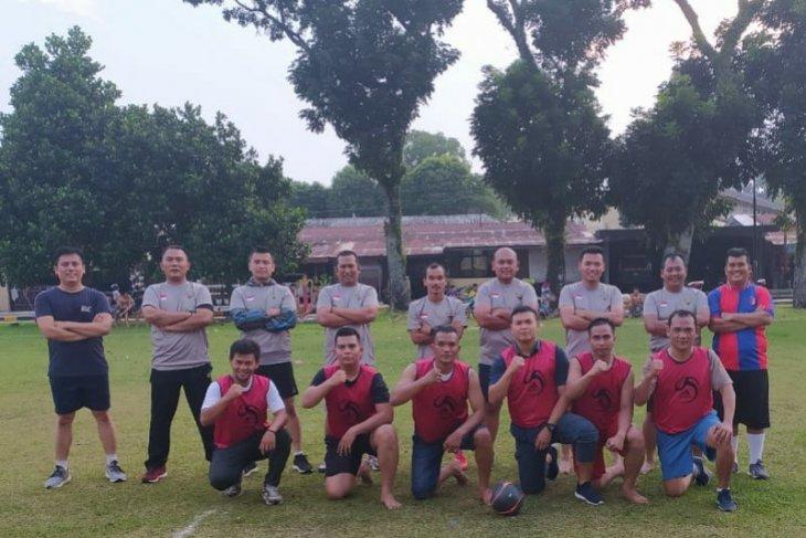 Riko Simanjuntak meriahkan kegiatan olahraga Polres Simalungun