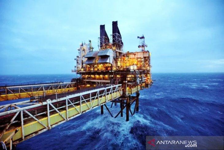 Minyak naik terkerek pengurangan pasokan di Teluk AS, Saudi dan Norwegia