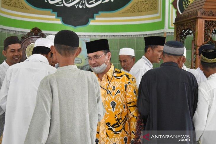 Gubernur Erzaldi Serahkan Sapi Kurban Dari Presiden Joko Widodo