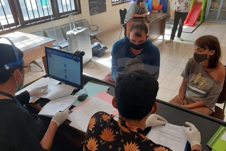 Lakukan pelanggaran, dua warga Rusia segera dideportasi dari Bali