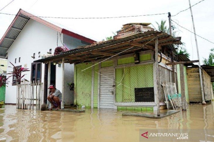 Foto - Warga Ipilo-Kota Gorontalo terdampak luapan air sungai Bone