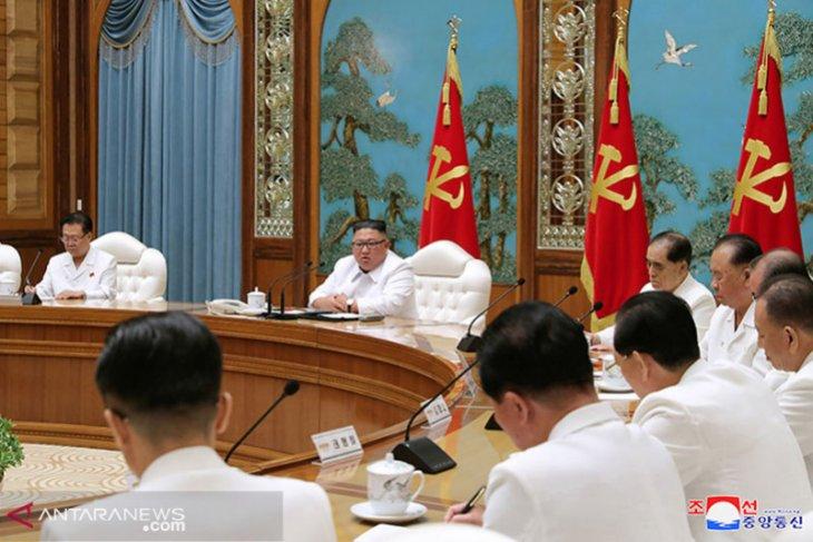 Korea Utara mengirim bantuan ke kota perbatasan di tengah penguncian