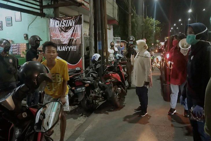 Surabaya 's teenagers violating health protocols punished with push-ups
