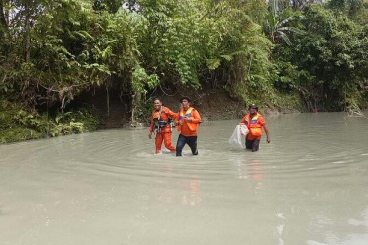 Basarnas Nias cari anak  terseret arus sungai