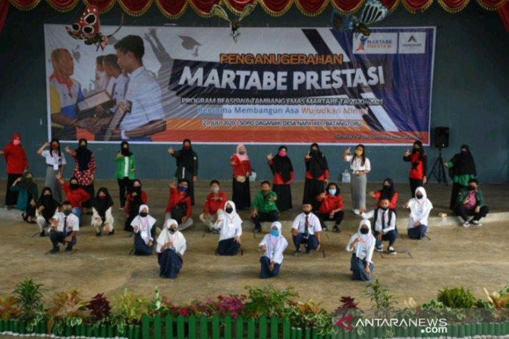 Tambang Emas Martabe kembali salurkan beasiswa prestasi