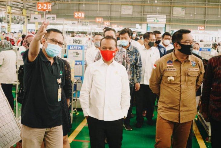 Bahlil: Tak ada PHK di industri padat karya