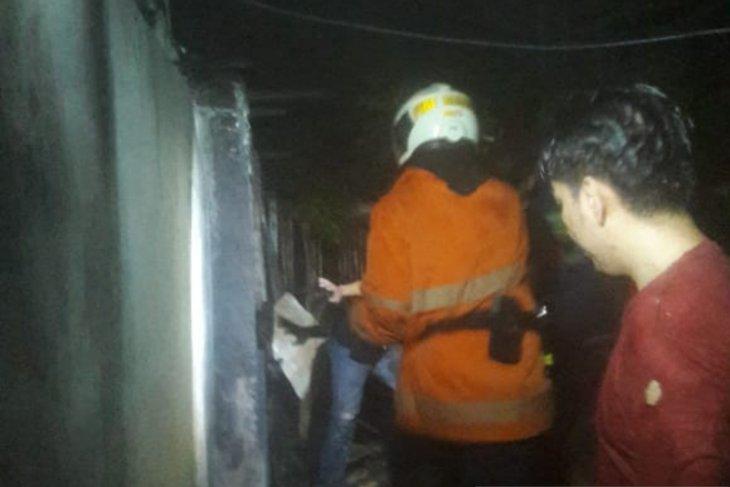 Akibat korsleting listrik, gudang madrasah di Pulo Gadung kebakaran