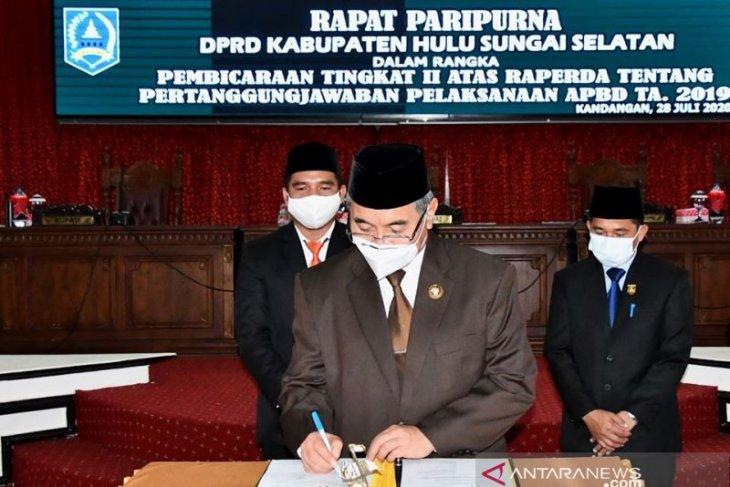 Semua Fraksi DPRD HSS bulat sepakati Raperda Pertanggungjawaban APBD 2019 menjadi Perda