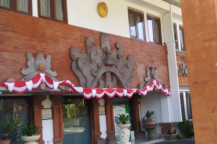 PN Denpasar tuntut kurir 3 kg ganja selama 16 tahun