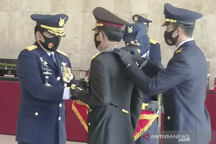 Panglima TNI anugrahi Kapolri Bintang Angkatan Kelas Utama