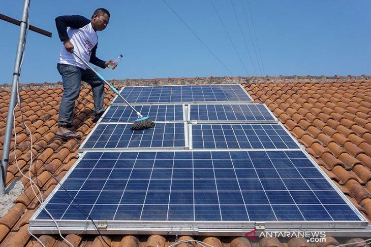 Baznas Sanggau salurkan solar sel ke Masjid Al Muttaqin Dusun Sekura