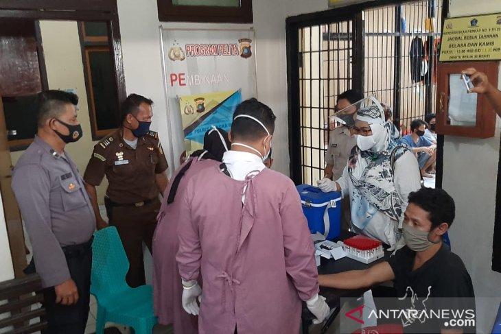 30 tahanan Polres Bangka Barat jalani tes cepat