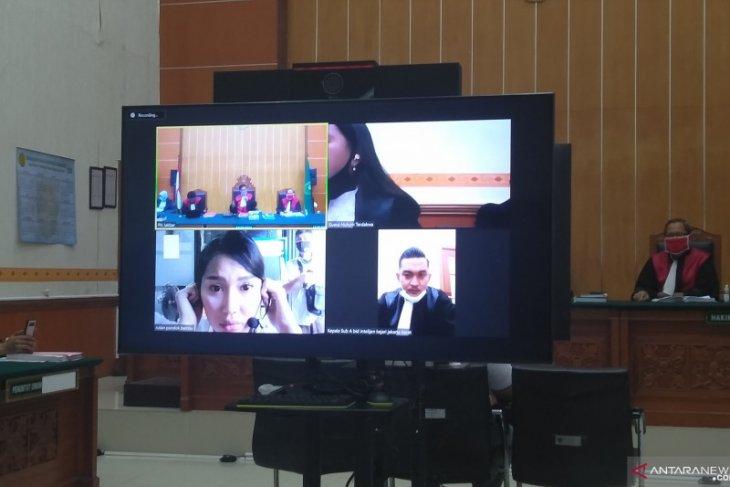 Selebritas  Lucinta Luna jalani sidang kasus narkoba di PN Jakarta Barat