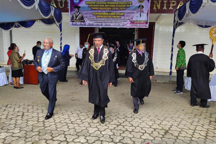 Unipa lahirkan delapan dokter muda asli Papua