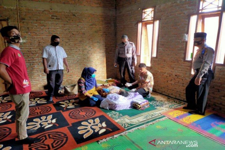 Diduga terlilit utang, seorang ibu di Madina nekat gantung diri