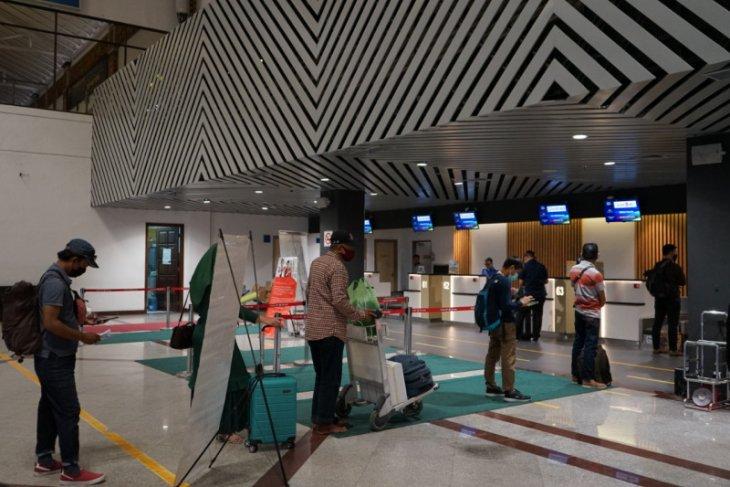 Bandara Juanda tambah lima