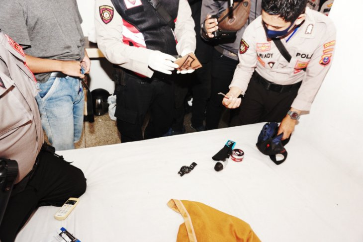 Polisi amankan sepasang kekasih di kamar hotel simpan alat isap sabu