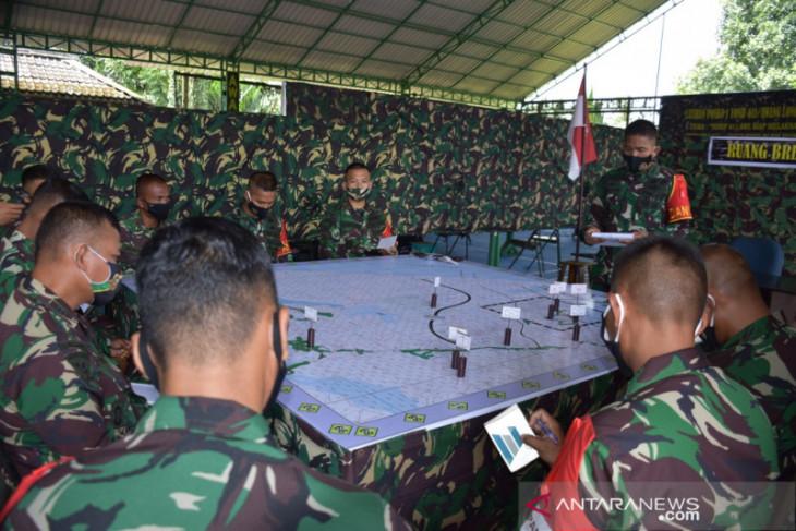Latihan Gladi Posko Yonif 611/Awang Long Lanjut Aplikasi Latihan Maket
