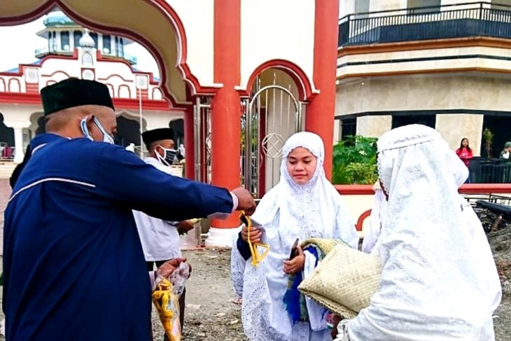 Jamaah shalat ied Idul Adha di Nagan Raya juga terima masker
