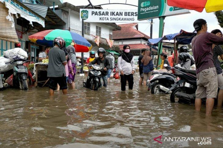 Floods triggered by torrential rains inundate Singkawang, W Kalimantan