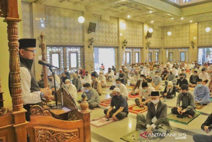 Walkot dan wawali kota Bogor laksanakan sholat Idul Adha di Masjid Raya