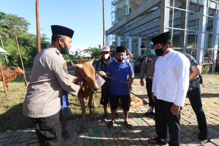 Polda Kalbar distribusi daging kurban dari rumah ke rumah