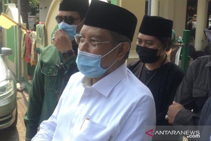 Jenazah KH Hasyim Wahid dibawa ke Denanyar Jombang melalui jalur darat
