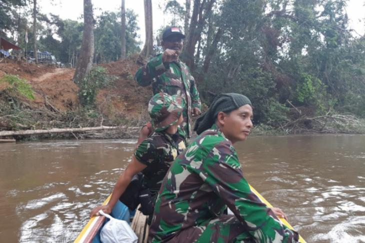 Memancing bersama di sungai di Desa Beringin Rayo