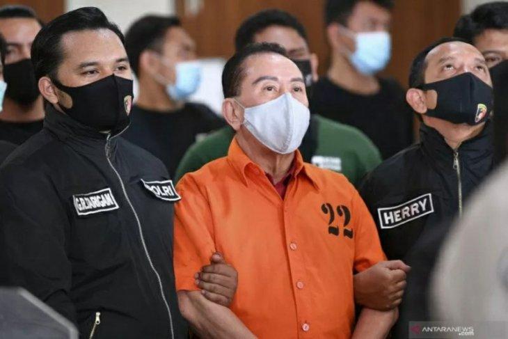 Cek Fakta: Apakah polisi menangkap Djoko Tjandra yang asli?