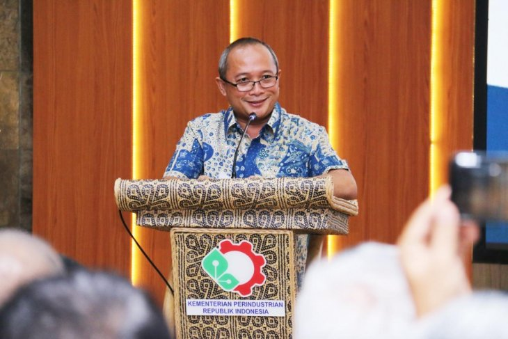Ministry encourages cosmetic industry to use local resources