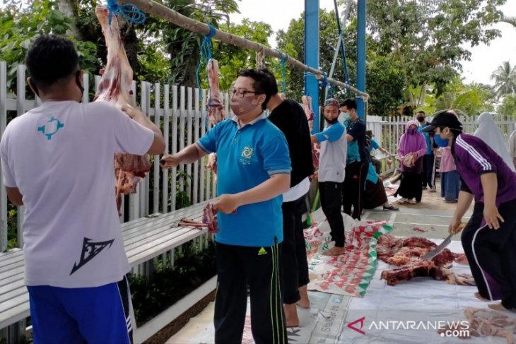 SIT Al-Khair Barabai bagikan 1000 paket daging qurban