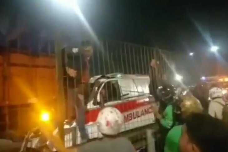 Ambulans tabrak truk di Tol Kebun Jeruk pengemudi tewas