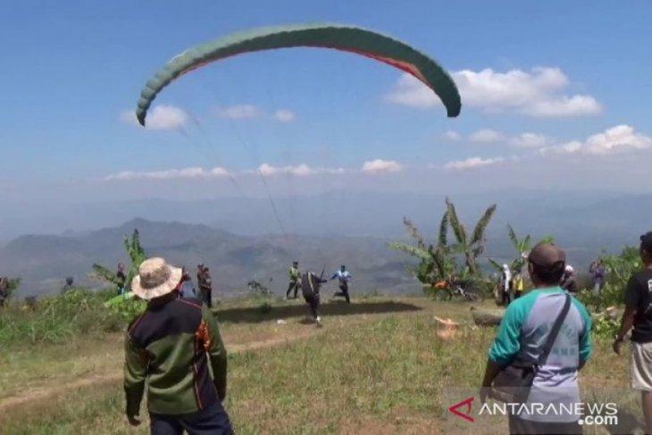 Bukit Blego Magetan berpotensi dikembangkan jadi wisata paralayang