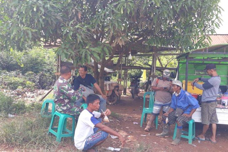 Babinsa Koramil 1203-09/Tumbang Titi pantau hasil TMMD 108 di Beringin Rayo