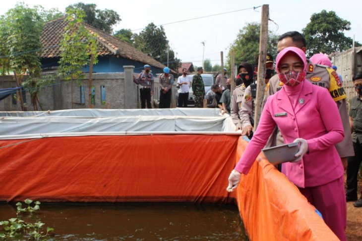Sambut HUT RI ke 75, Polres Serang bagikan sembako kepada warga