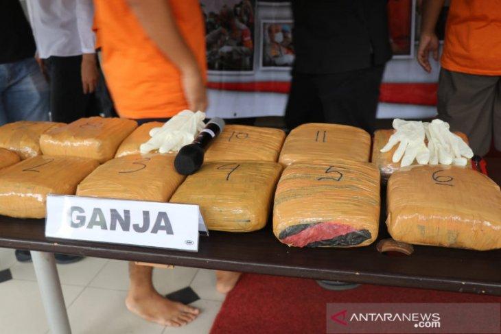 Polres Tangerang Kota amankan 14,5 kilogram ganja dari tiga pengedar
