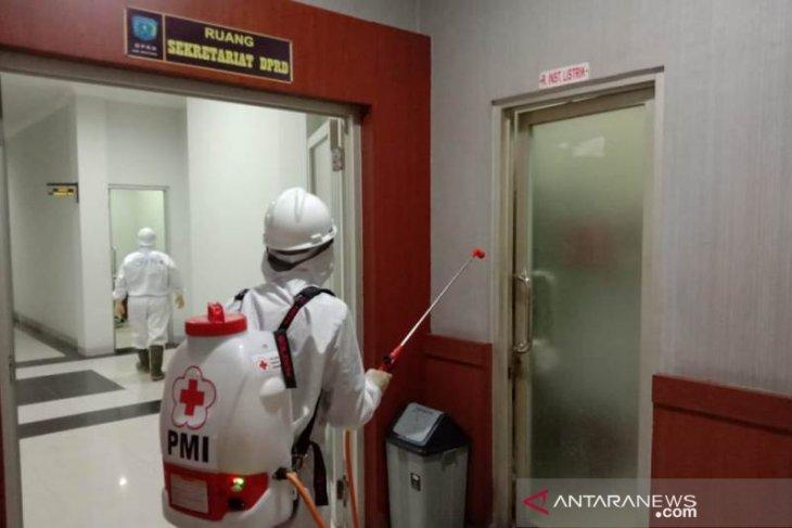 PMI Belitung Sterilisasi Gedung DPRD dari COVID-19