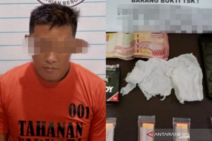 Tim Opsnal Sat Resnarkoba John Lee Cs ungkap kasus Narkoba di Desa Palajau HST