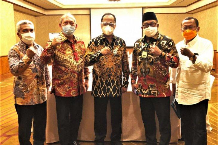 Menhub Serahkan KMP Bahtera Nusantara 02 kepada Gubernur Murad