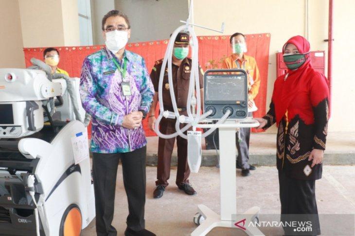 Wawali serahkan bantuan peralatan penanganan COVID-19 ke RSD Idaman