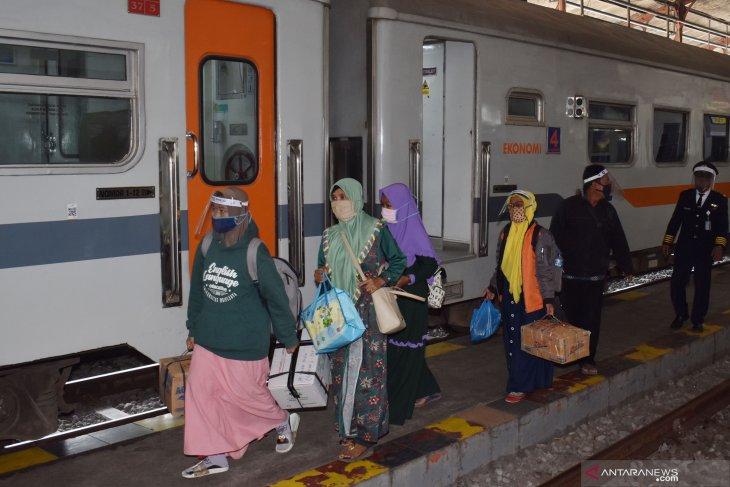 Jumlah penumpang kereta api melonjak