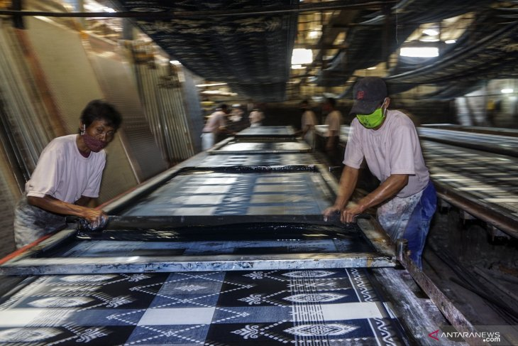 Use technology in batik industry for increasingly competitive products