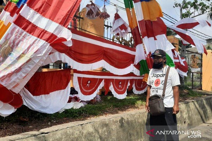 Perjuangan penjual bendera dari Garut meriahkan peringatan HUT RI