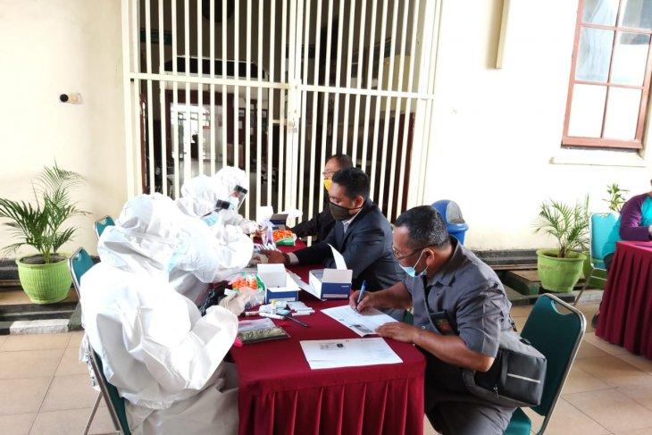 Satu hakim dan enam pegawai terpapar COVID-19 PN Surabaya ditutup dua pekan