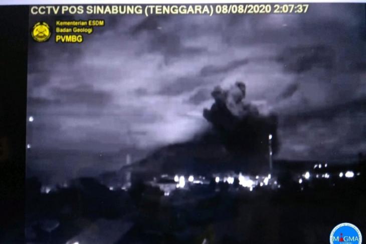 Gunung Sinabung kembali erupsi, pertama di masa pandemi