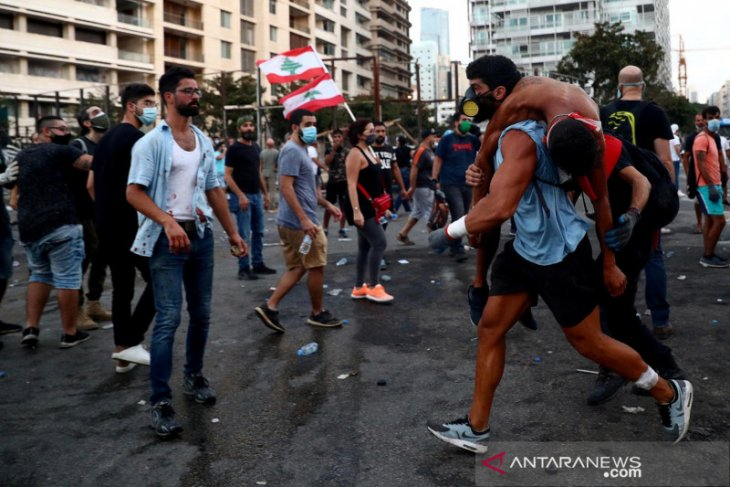 Pemerintah Lebanon bubar setelah ledakan, dan PM mengundurkan diri