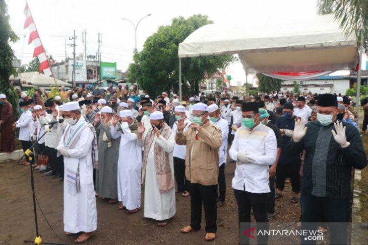Sekdakot Said Abdullah imam shalat jenazah Wali Kota (alm) Nadjmi Adhani