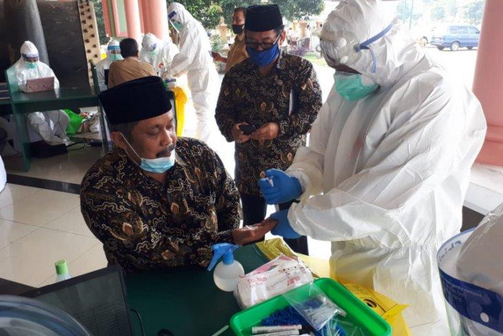 Jelang dimulainya MTQ Banten, peserta dan dewan hakim jalani rapid tes
