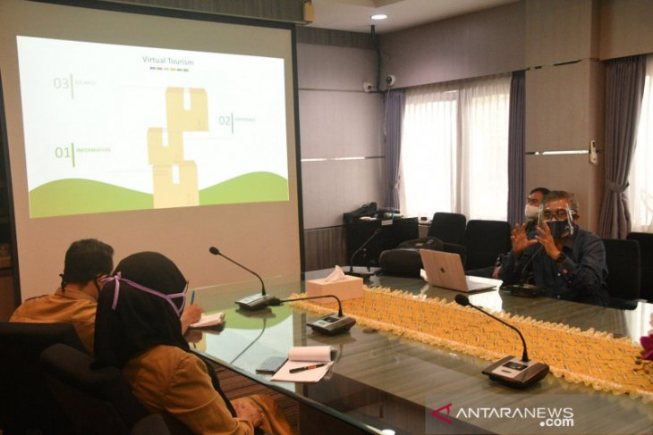 Banjarmasin offers tour from home